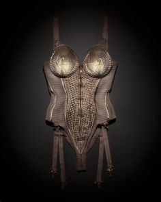 Emil Larsson Madonna 1990 Body-corset porté par Madonna, Blond Ambition World Tour, 1990 Publié dans Dazed & Confused, avril 2008 © Emil Larsson, 2008