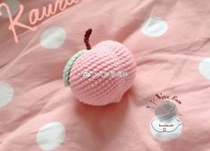 Hướng dẫn móc quả đào Crochet Gifts, Crochet Dolls, Crochet Yarn, Crochet Kawaii, Easy Crochet Stitches, Crochet Fruit, Tsumtsum, Crochet Amigurumi Free Patterns, Knitted Animals