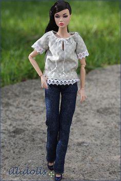 Fashion credits: Blouse - me Jeans - me Shoes - Rement Model: Peppa (