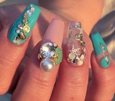 Omg love this sea nails with the aquarium nail Get Nails, Love Nails, Pretty Nails, Aquarium Nails, Aqua Nails, Encapsulated Nails, Water Nails, Transparent Nails, Vacation Nails
