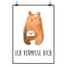 """Poster DIN A2 Liebesbrief-Bär aus Papier 160 Gramm  weiß - Das Original von Mr. & Mrs. Panda.  Jedes wunderschöne Poster aus dem Hause Mr. & Mrs. Panda ist mit Liebe handgezeichnet und entworfen. Wir liefern es sicher und schnell im Format DIN A2 zu dir nach Hause.    Über unser Motiv Liebesbrief-Bär  Unser süßer Sehnsucht-Bär hat nur eine Botschaft in seinem kleinen Liebesbrief: """" Ich vermisse dich!""""      Verwendete Materialien  Es handelt sich um sehr hochwertiges und edles Papier in der…"""