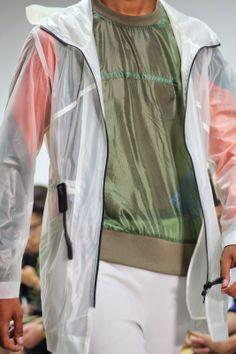 Le nylon devient indispensable pour l'été 2015, Christopher Raeburn l'exploite au maximum. Toute la collection à découvrir sur http://www.percevalties.com/2014/06/christopher-reaburn-spring-summer-2015.html