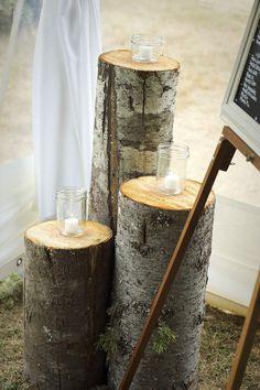 ooohh.... wood stump pillars!