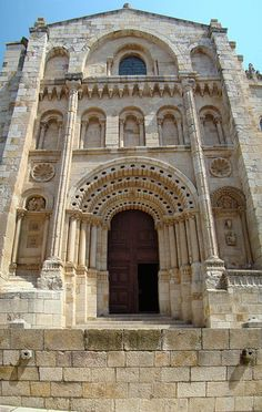 Zamora Cathedral - portada Obispo *** photo from: http://en.wikipedia.org/wiki/Cathedral_of_Zamora