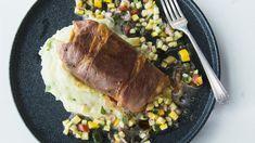 Le poisson est servi avec une salsa de courge et une purée. Sauces, Salsa, Prosciutto, Beef, Food, Canada, Drizzle Cake, Seafood Recipes, Cod
