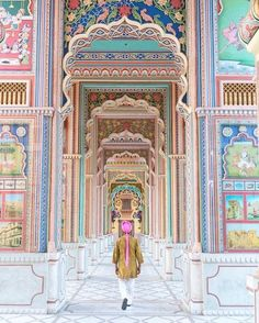 Entering India in style. Aren't these colors and layers mind blowing? Entering India in style. Aren't these colors and layers mind blowing? We couldn't believe our eyes either. Source by lynds. Jaipur Travel, India Travel, Taj Mahal, Varanasi, Bali Lombok, Magic Places, Art Du Monde, Amazing India, Indian Architecture