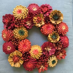 Fall Zinnia Pinecone Wreath - Crafts Are Fun Pine Cone Art, Pine Cone Crafts, Wreath Crafts, Diy Wreath, Pine Cones, Wreath Ideas, Pine Cone Wreath, Nature Crafts, Fall Crafts