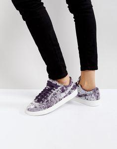 ¡Consigue este tipo de deportivas de Nike ahora! Haz clic para ver los detalles. Envíos gratis a toda España. Zapatillas de deporte de terciopelo lila Blazer de Nike: Zapatillas de deporte de Nike, Exterior de velour, Cierre de cordones, Acolchados para mayor comodidad, Logo de Nike, Suela gruesa, Dibujo moldeado, Limpiar con una esponja húmeda, Exterior: 100% textil. Nike domina la industria de la ropa de deporte dando un toque fresco y a la última a prendas casual. Las zapatillas de de...