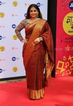 Vidya Balan at MAMI 2017 : Vidya looked stunning in a Nadiya Paar saree with a kalamkari print blouse and Sangeeta Boochra jewelry. Bollywood Sarees Online, Bollywood Dress, Bollywood Fashion, Saree Blouse Patterns, Saree Blouse Designs, Kerala Saree, Indian Sarees, Silk Sarees, Saree Draping Styles