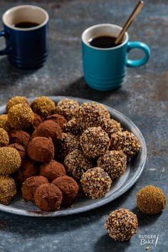 Lovely Make three varieties of chocolate truffles Mousse Dessert, Dessert Drinks, Köstliche Desserts, Delicious Desserts, Chocolate Smoothie Recipes, Easy Smoothie Recipes, Chocolate Candy Cake, Chocolate Desserts, Chocolate Cheesecake