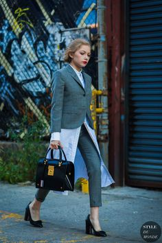 Street Style 2017, Autumn Street Style, Street Chic, Street Fashion, Quirky Fashion, Colorful Fashion, Tavi Gevinson, Smoking, Street Looks