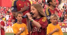 This girl's voice doesn't seem real, her vocal cords are something really special. Lexi Walker, Little Girl Singing, Star Spangled Banner, National Anthem, Mess Up, Little Boys, The Voice, Music Videos, Dads