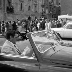 Sofia Loren con Marcello Mastroianni sul set del film Matrimonio all'italiana. Napoli, 16 aprile 1964
