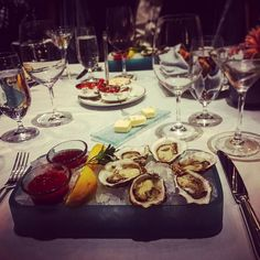 Switzerland and fine dining go hand in hand - let EPEK organize an evening that fits your palette #epek #epekadvisory #switzerland #finedining #finedininglovers #finewine #wineanddine #picoftheday #instadaily #luxury #oysters #martinis