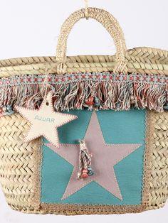 Capazo #estrella enmarcada, en tonos rosas y verde agua con detalle de estrella con nombre bordado y pasamanería a juego