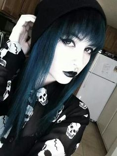 Cute shirt, wonderful dark blue hair color LOVE IT Ombre Pastel Hair, Bob Pastel, Grunge Pastel, Grunge Hair, Pastel Goth, Lilac Hair, Green Hair, Dark Black, Dark Blue Hair
