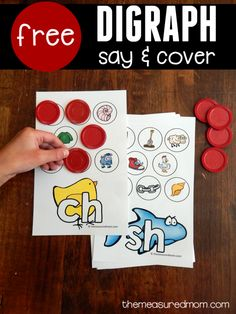 Print this freebie for teaching digraphs in kindergarten! Kids say each picture's name and cover it if it begins with the featured digraph. Such a simple and effective activity! Kindergarten Centers, Kindergarten Reading, Teaching Reading, Literacy Centers, Guided Reading, Kindergarten Phonics, Literacy Stations, Preschool Writing, Preschool Alphabet