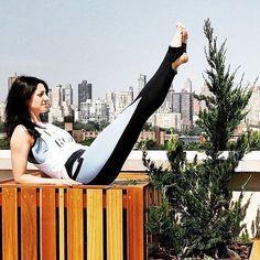 @jenges07 showing off her Lady Boss Tank  Skinny Winny Leggings  #LivingmyAKROVITA