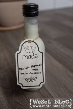 Vanillelikör mit weißer Schokolade – home made Rezept und Bilder zu dem super leckeren Vanillelikör mit weißer Schokolade. Der Likör ist sehr einfach herzustellen und schmeckt total lecker.