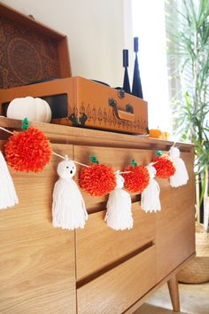 And Pompoms Oh My! DIY pom pom Pumpkin and tassel ghost garland.DIY pom pom Pumpkin and tassel ghost garland. Theme Halloween, Halloween Crafts For Kids, Diy Halloween Decorations, Holidays Halloween, Easy Halloween, Fall Crafts, Halloween Pumpkins, Holiday Crafts, Holiday Fun