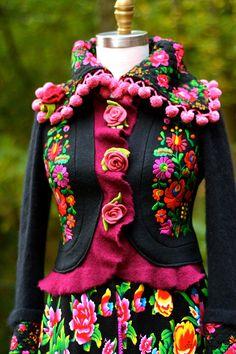 Nomad style embroidered long COAT Art to wear boho hippie Boho Hippie, Colorful Fashion, Boho Fashion, Conservative Outfits, Coat Of Many Colors, Langer Mantel, Embroidered Clothes, Embroidered Flowers, Ideas