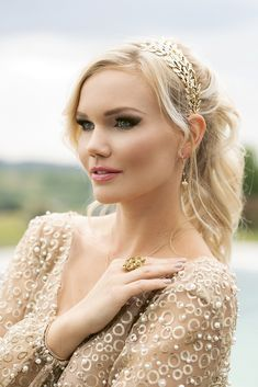 Egy esküvői smink és fodrász páros, akiket imádunk! | Esküvő Classic Paros, Ford, Wedding, Valentines Day Weddings, Weddings, Marriage, Chartreuse Wedding