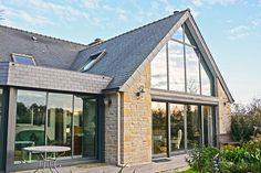 extension de maison 2 pents ou double pente en ardoise avec vitrage mur rideau en façade  - réalisation vérandaline
