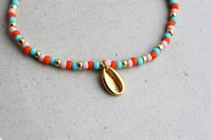 Cowry Shell Bracelet - Pink, Orange, Turquoise & Gold Mixed Beads Cowry Charm I can make the bracelet to your size. Just send me a message or you will receive a standard size bracelet. Bead Jewellery, Beaded Jewelry, Beaded Bracelets, Beaded Choker Necklace, Diy Necklace, Hippie Jewelry, Cute Jewelry, Waist Jewelry, Friendship Bracelets With Beads
