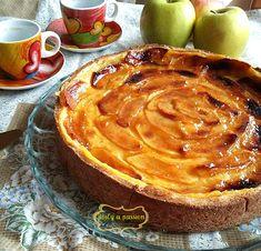 La crostata di mele e crema è una dolce davvero molto gustoso e soprattutto croccante per la base di frolla. Ideale in qualsiasi occasione.