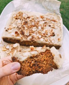 #freschfamily Sunday recipe inspo ✨  Vegan, gluten free Carrot Cake with a Sweet Potato Frosting via @beyoutifully.balanced 😍 Go check out her latest post for this deliciously moist and healthy carrot cake recipe!  We absolutely love seeing all your amazing Fresch foodie creations, be sure to tag @freschonline to get featured! 💛🙌 📸: @beyoutifully.balanced Gluten Free Carrot Cake, Healthy Carrot Cakes, Healthy Desserts, Sunday Recipes, Sweet Potato, Frosting, Banana Bread, Carrots, Potatoes