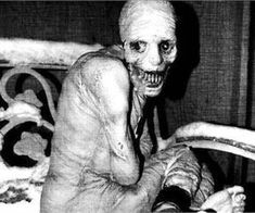 The creepiest pictures can seriously mess with your head. Can you handle these scary pictures? These are 25 creepy pictures that you'll find terrifying. Images Terrifiantes, Scary Images, Creepy Pictures, George Soros, Paranormal, Russian Sleep Experiment, Grunge, Internet Memes, Historical Photos