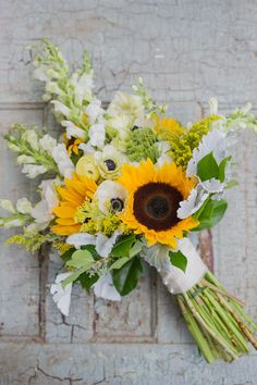 13 Charming Sunflower Wedding Bouquets For charming flower inspo take a look at 13 of our favorite sunflower wedding bouquets guaranteed to brighten up your wedding day. The post 13 Charming Sunflower Wedding Bouquets appeared first on Easy flowers. Boquette Wedding, Fall Wedding Bouquets, Bride Bouquets, Flower Bouquet Wedding, Floral Wedding, Wedding Ideas, Wedding Dresses, Wedding Ceremony, Bridesmaid Dresses