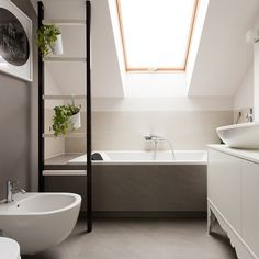 Let's look at some examples of attic bathroom décor that use every inch space at maximum and look very stylish and elegant. Attic Bathroom, Bathroom Ideas, Amazing Bathrooms, Bathtub, Loft Conversions, Conversation, Instagram, Walls, Design