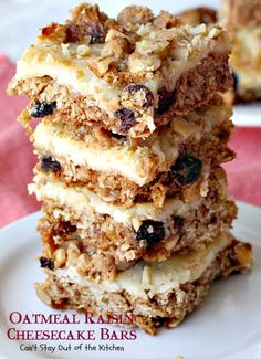 These lovely brownies are truly drool-worthy! Classic Oatmeal Raisin Cookies with a luscious cheesecake layer inside make for one amazing bar-type cookie. Cream Cheese Cookies, Oatmeal Raisin Cookies, Oatmeal Recipes, Cheesecake Bars, Baked Goods, Cooking Recipes, Sweets, Traditional, Snacks