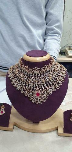 Gold Jewellery Design, Diamond Jewellery, Gold Jewelry, Jewlery, Jewelry Accessories, Temple Jewellery, Bridal Jewellery, Ear Chain, Bold Necklace