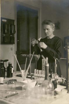Marie Curie in her chemistry laboratory at the Radium Institute in Paris, Nobel Prize In Chemistry, Nobel Prize In Physics, Madame Marie Curie, Lise Meitner, Radium Girls, Wow Facts, Wax Museum, Science, Andrew Wyeth