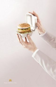 Valentine's Day also arrives at McDonald's! McDonalds – Happy Valentine's Day Ads Creative, Creative Advertising, Print Advertising, Creative Design, Advertising Campaign, Free Mcdonalds, Mcdonalds Gift Card, Mcdonalds Special, Big Mac
