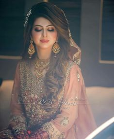 Bridal Mehndi Dresses, Asian Bridal Dresses, Bridal Dress Design, Wedding Dresses For Girls, Bridal Outfits, Pakistani Bridal Couture, Asian Wedding Dress Pakistani, Pakistani Bridal Makeup Hairstyles, Bride Hairstyles