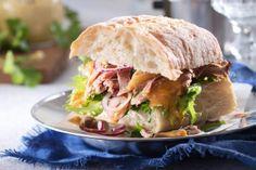 Pulled pork eli revitty possu - K-ruoka Pulled Pork, Pork Recipes, Salmon Burgers, Street Food, Sandwiches, Tasty, Beef, Ethnic Recipes, Koti