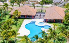 Lote com 544M2 em condomínio frente mar à venda em Praia do Forte, Bahia, Brasil.