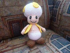 Toad Jaune au crochet. Chantal Laroche. Été 2013