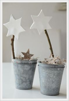 Christmas Crafts : House No. living with stars Wohnen mit Sterne Christmas Crafts : House No. living with stars Wohnen mit Sterne Noel Christmas, Rustic Christmas, All Things Christmas, Winter Christmas, Christmas Crafts, Christmas Ornaments, Christmas Lunch, Coastal Christmas, Christmas Nails