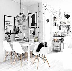 北欧インテリアには白と黒のモノトーンの部屋が多くありますので、おしゃれなインテリアをご紹介します。中でも、北欧デザインを取り入れながらおしゃれにコーディネートしている部屋は要チェックです。