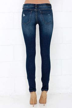 Blank NYC Skinny Classique Distressed Dark Blue Skinny Jeans at Lulus.com!