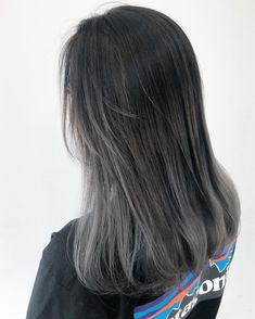 Ideas dyed hair blue curly for 2020 Ash Grey Hair, Grey Hair Wig, Grey Ombre Hair, Grey Hair Korean, Black Hair With Grey Highlights, Black And Grey Hair, Ashy Hair, Grey Blonde, Dark Hair