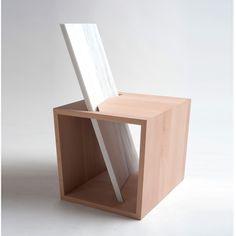 """La jeune designer lituanienne installée à Bolzano vient d'imaginer le mobilier urbain """"Benchina"""", une assise graphique faite de bois et de marbre."""