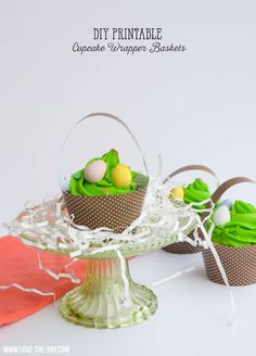 DIY Printable Easter Cupcake Baskets by Lindi Haws of Love The Day Gift Tags Printable, Printable Crafts, Cupcake Tutorial, Diy Cupcake, Easter Cupcakes, School Cupcakes, Bunny Bags, Easter Printables, Free Printables