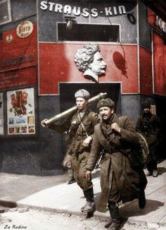 Soviet Soldiers In Vienna Austria 1945 A Colorization By Za Rodinu