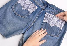 Interessante Como customizar seu jeans com renda ,  Você tem uma calça jeans no…