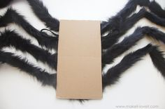 DIY: Easy NO-SEW Spider Costume!!! (...plus, one to GIVE AWAY!) | via www.makeit-loveit.com